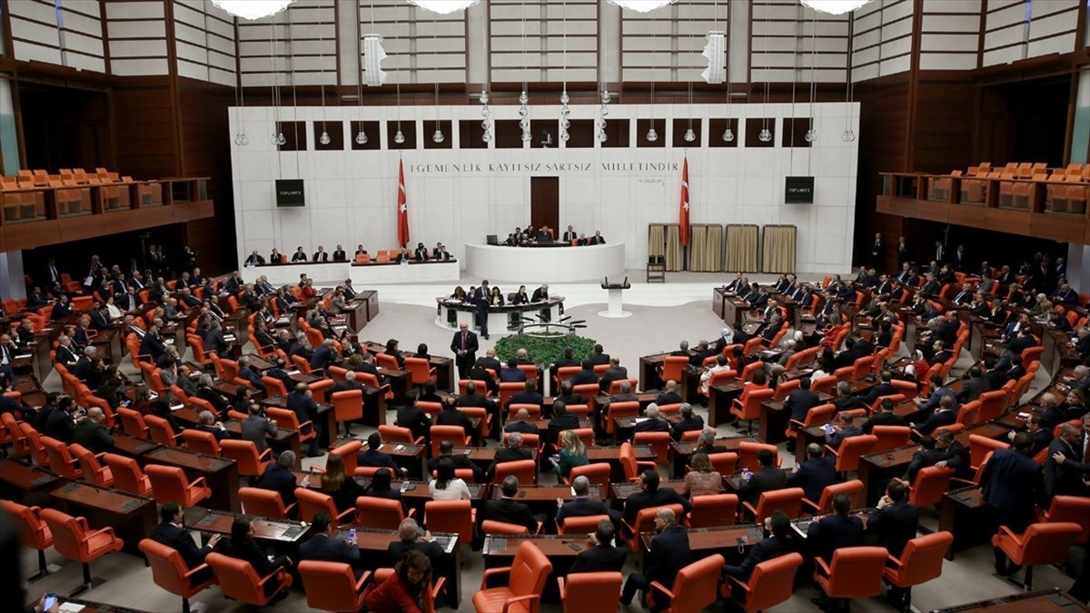 Turkish MPs face lifting of parliamentary immunity from prosecution