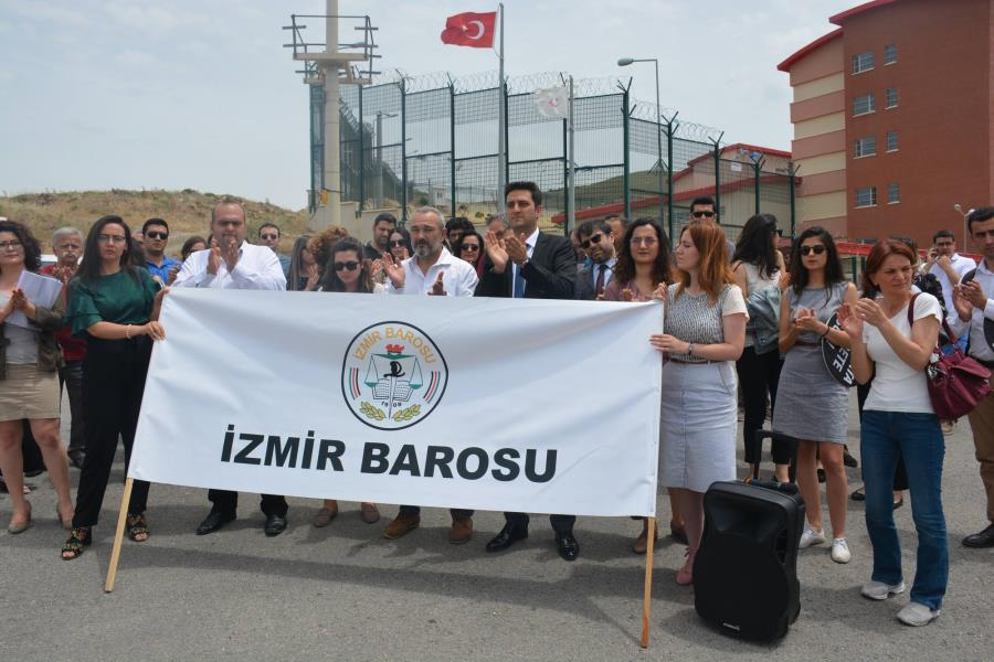 Turkish lawyers slam ill-treatment at immigration detention center